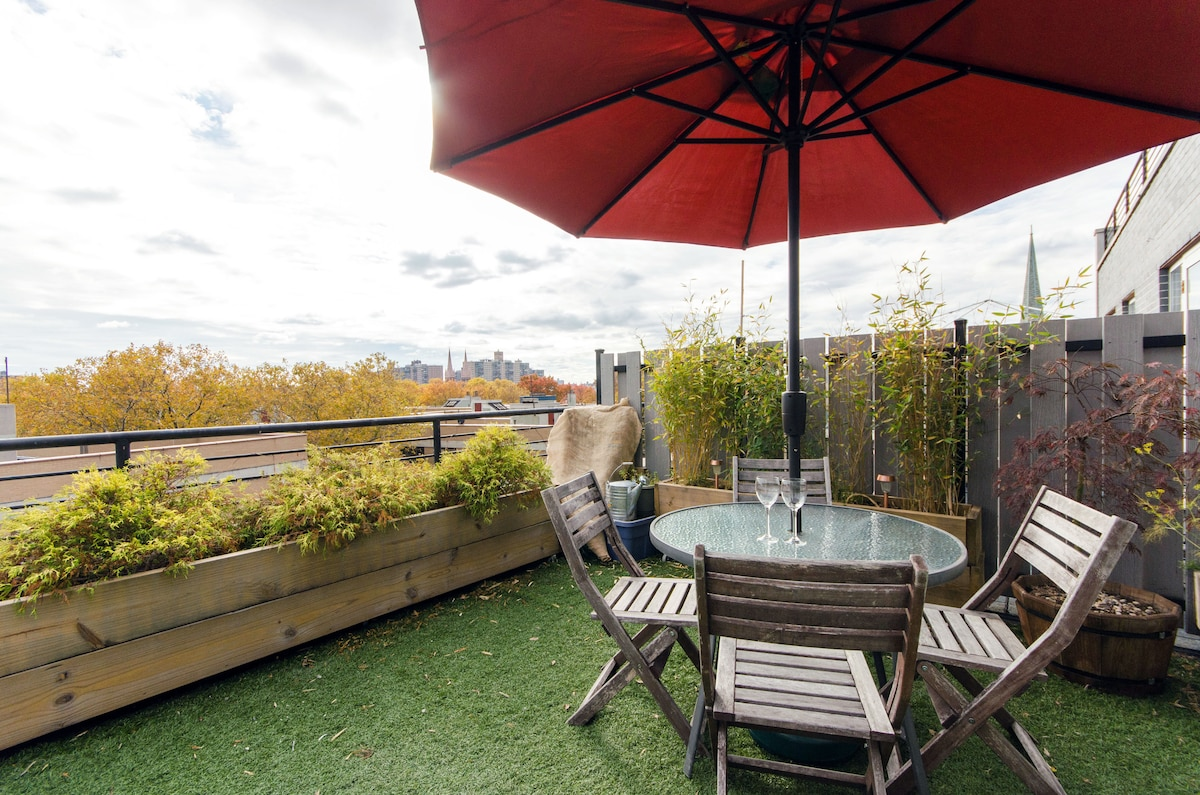 Our private deck is available during the day. Its a great place to relax and enjoy a drink or read a book.