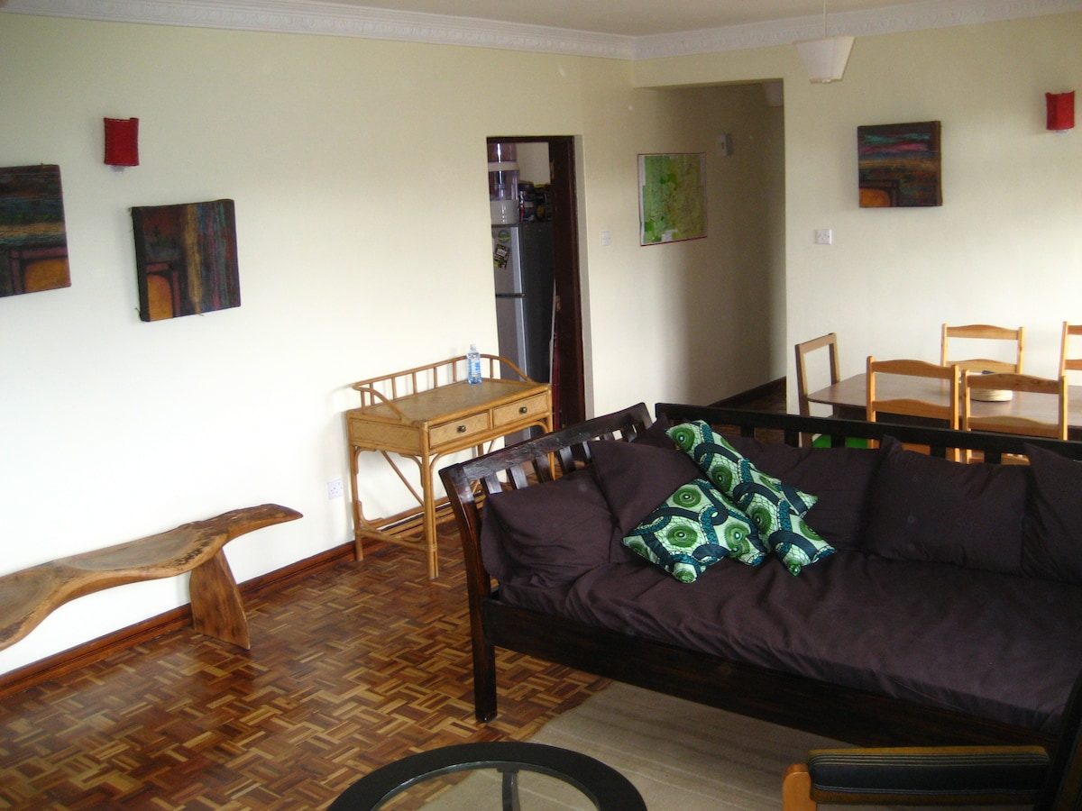 Bright sitting room with attached dining area, satellite tv, internet included.