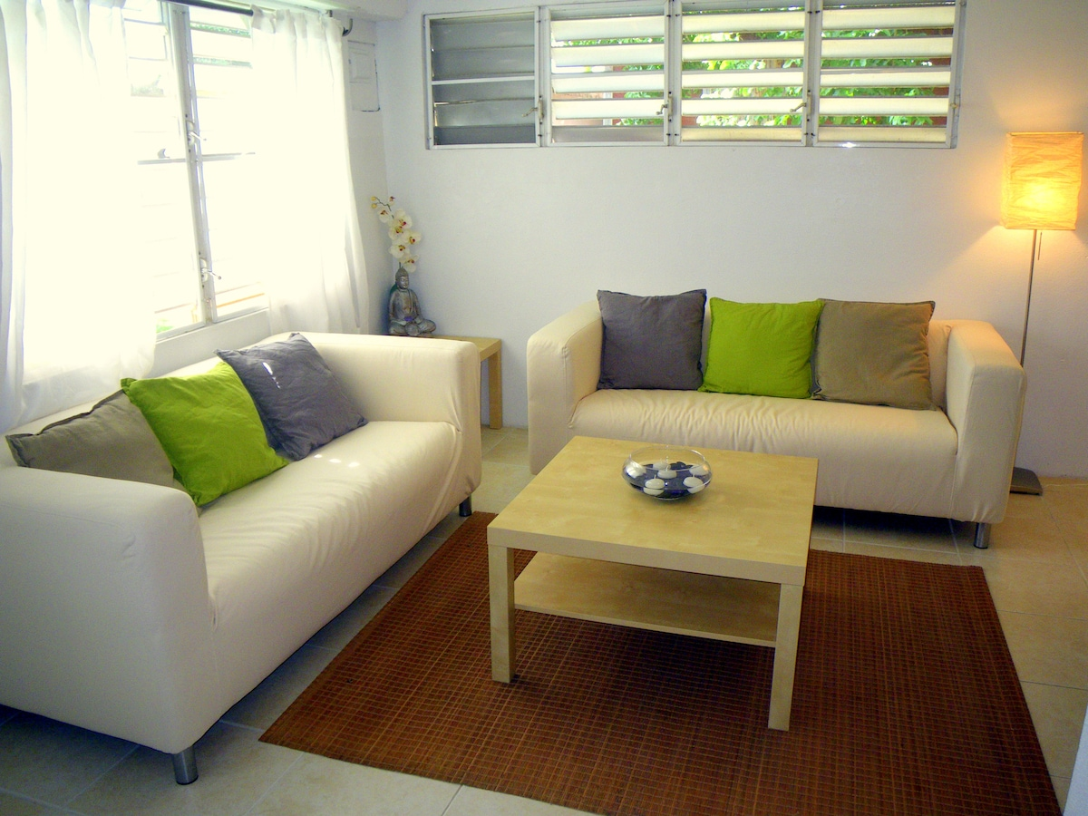 Comfortable seating area w/ library & games