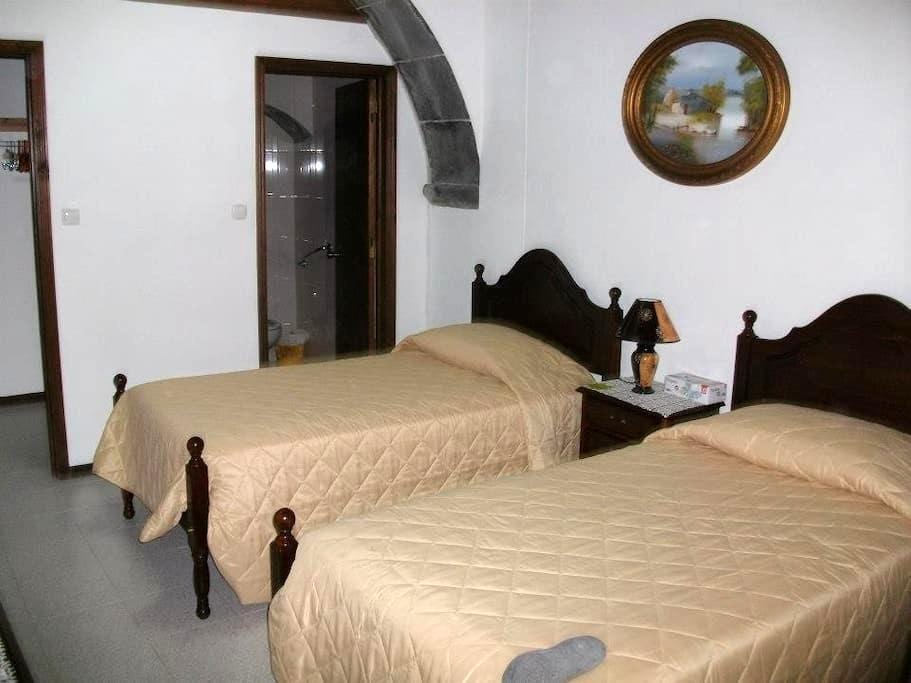 Casa Maria de Deus - Room 1 - Povoacao - Bed & Breakfast