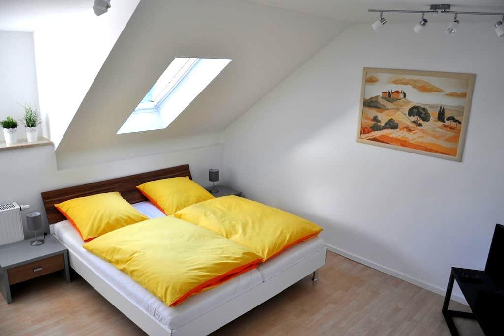 Gemütliche Dachgeschosswohnung - Utting am Ammersee - Huoneisto