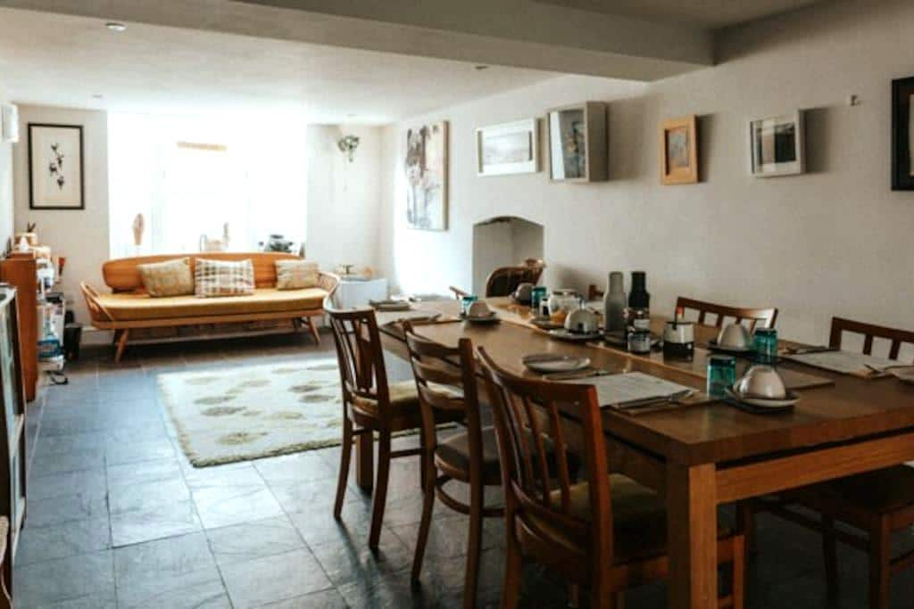 Art-filled, funky dog-friendly B&B - Saint Dogmaels - Bed & Breakfast
