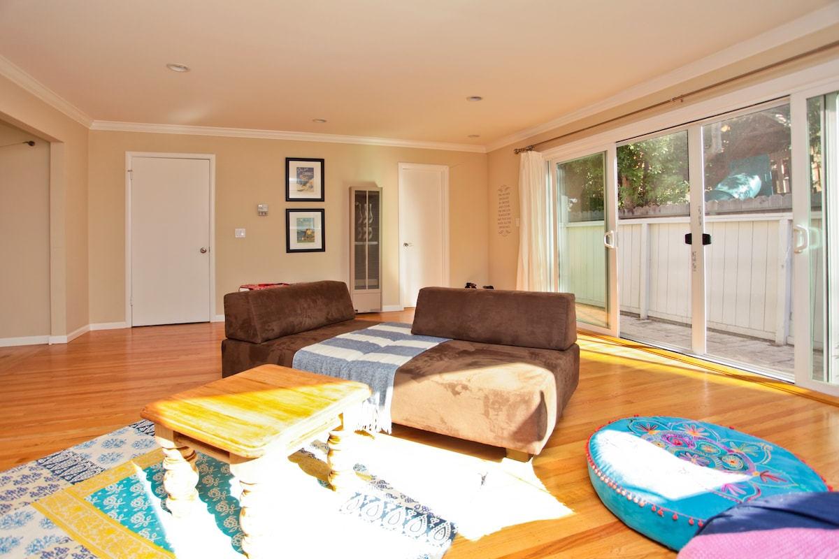 Living room and access to patio