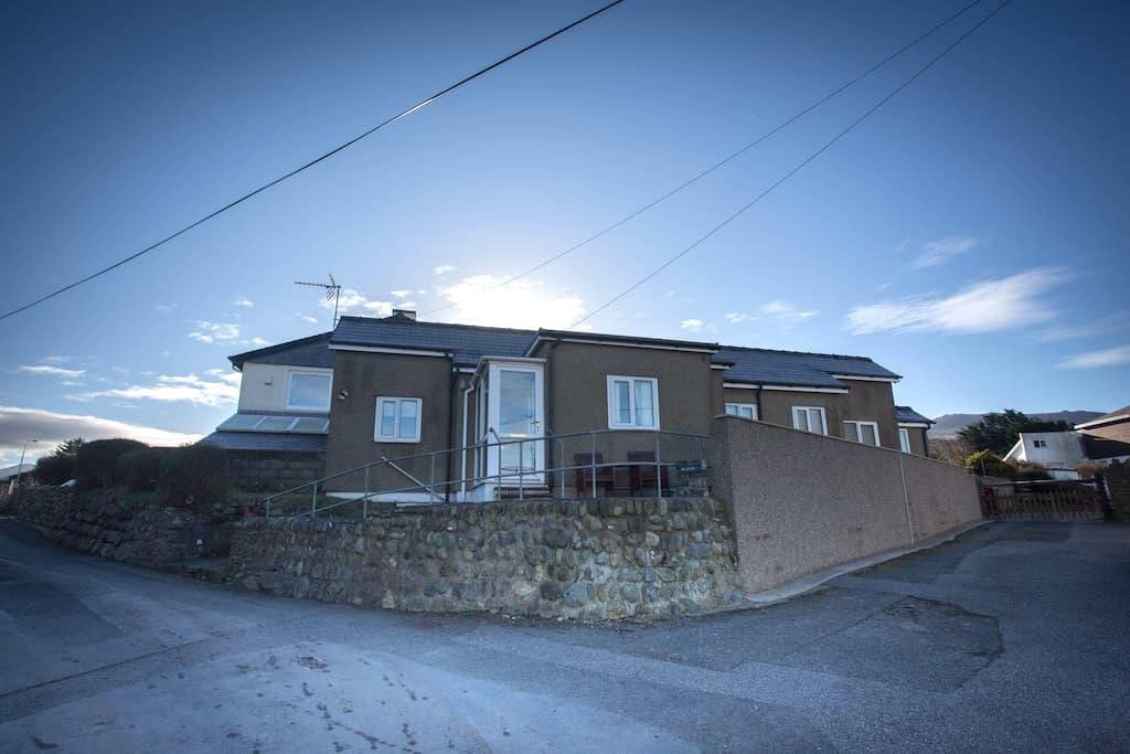 Seaside 3 bed cottage betwen Caernarfon & Pwllheli - Caernarfon