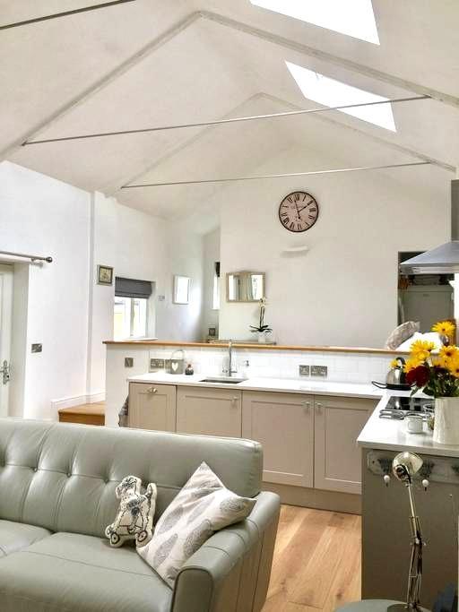 Magnolia Cottage, Wedmore Somerset - Wedmore  - House