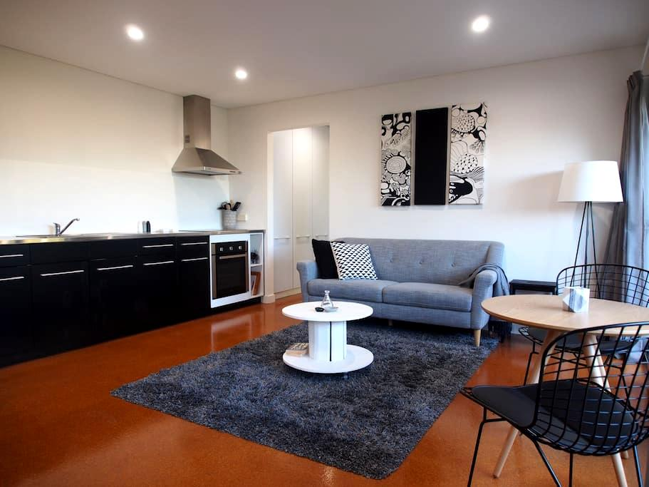 Stylish inner city Red Hill 1 bdrm unit - Red Hill - Lejlighed