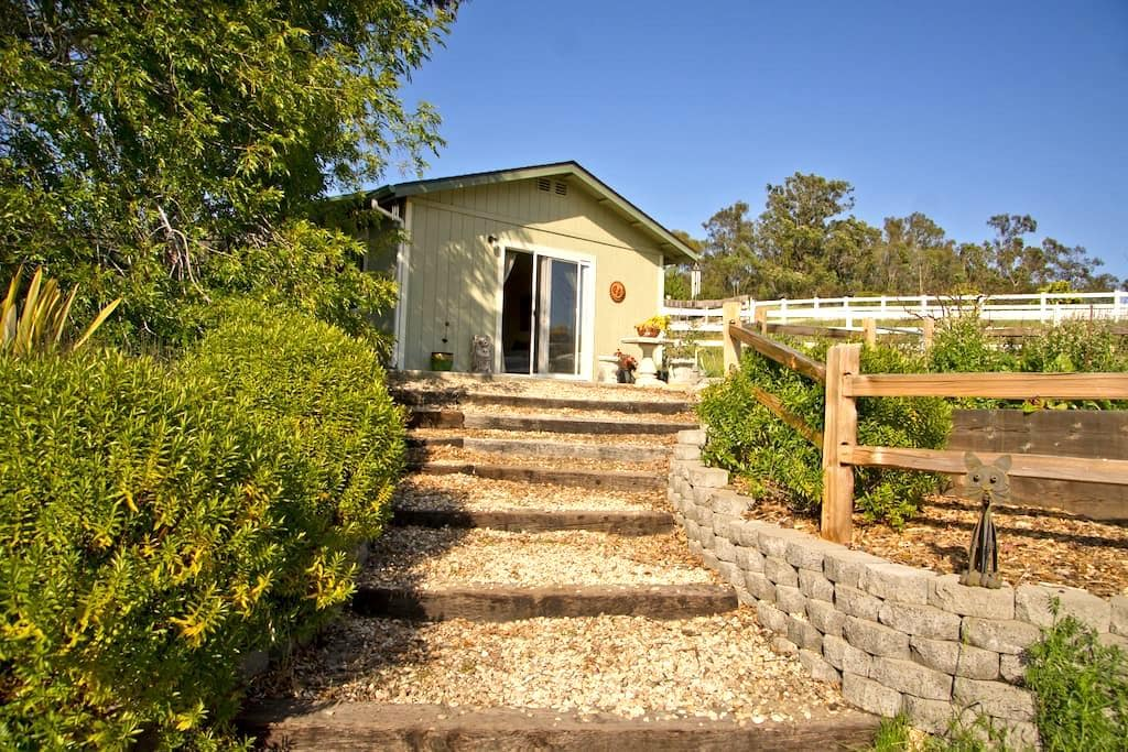 Private cottage close to beach and wineries - 아로요 그랜드(Arroyo Grande) - 단독주택