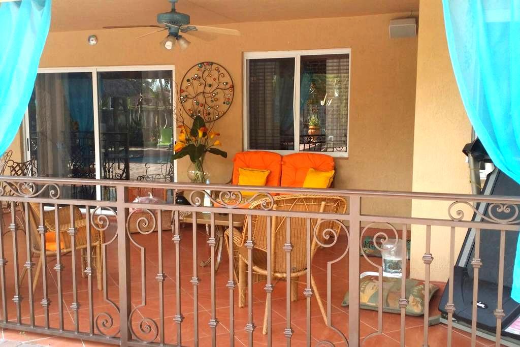 Tiki Hut Paradise BnB - Miami - Bed & Breakfast