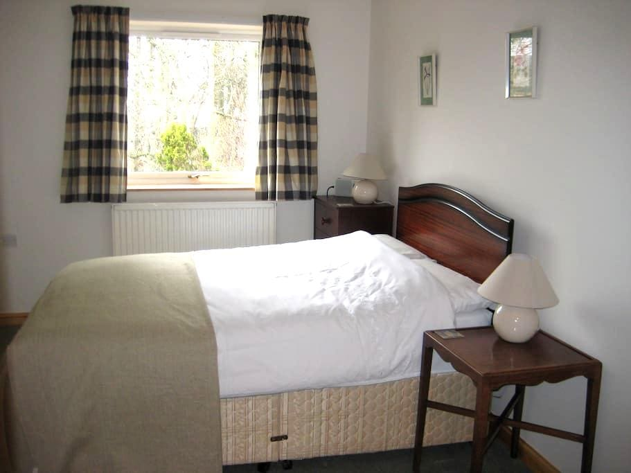 Private double room in family home - Mossat - Hus