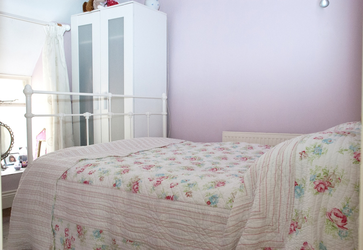 The Pink Room - this is the main room available - cosey and cute