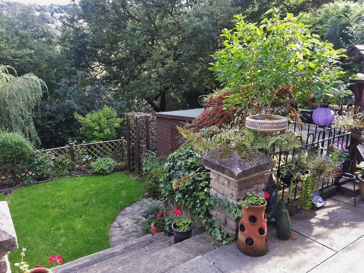Garden Flat sleeps 2+2 in Sheffield