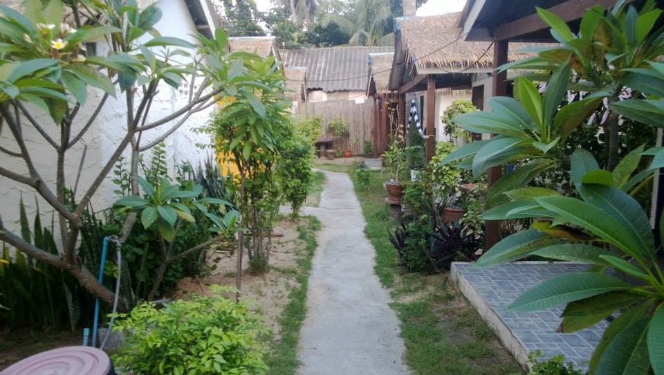 Walkway between the Bungalows