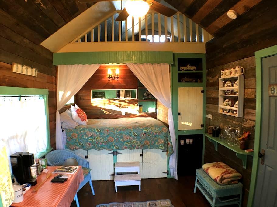 Cottage on Hale  - 1/1 Cottage - Fredericksburg - 住宿加早餐