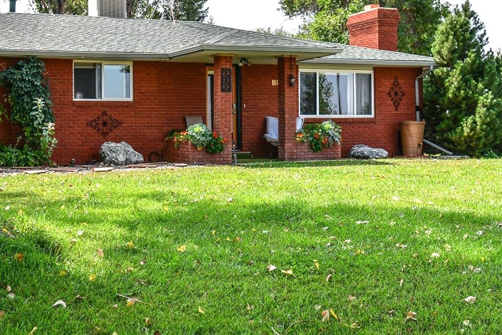 Brilliant C Acres Farmhouse; Front Range Room - Mead - Huis