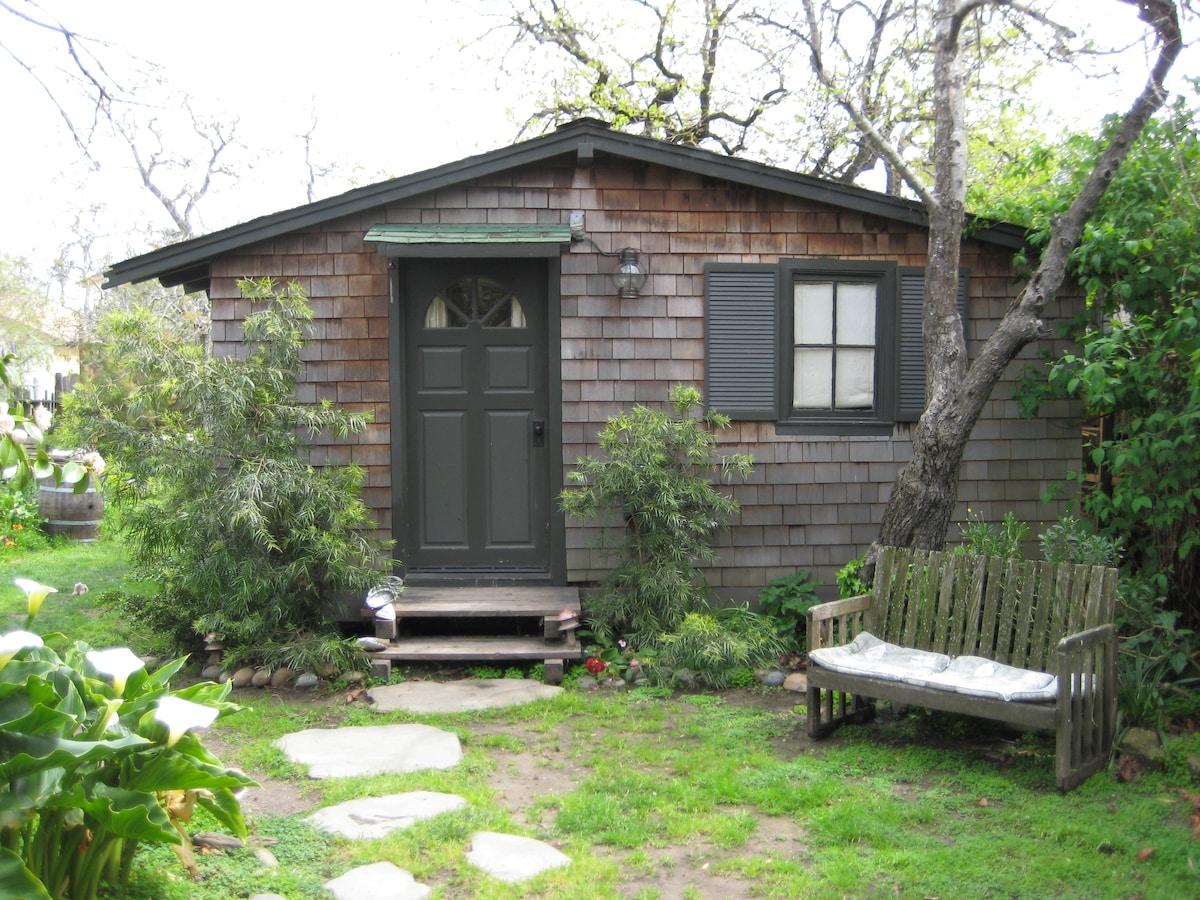 Cute Studio Garden Cottage