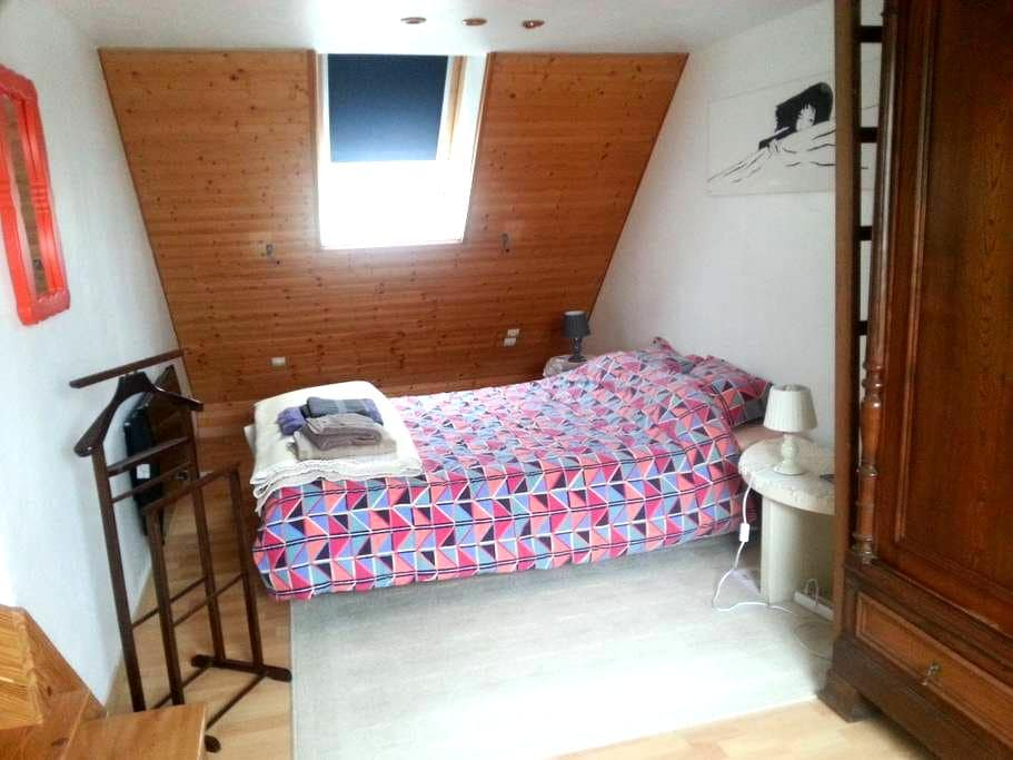 Spacious bedroom and bathroom - Vimy