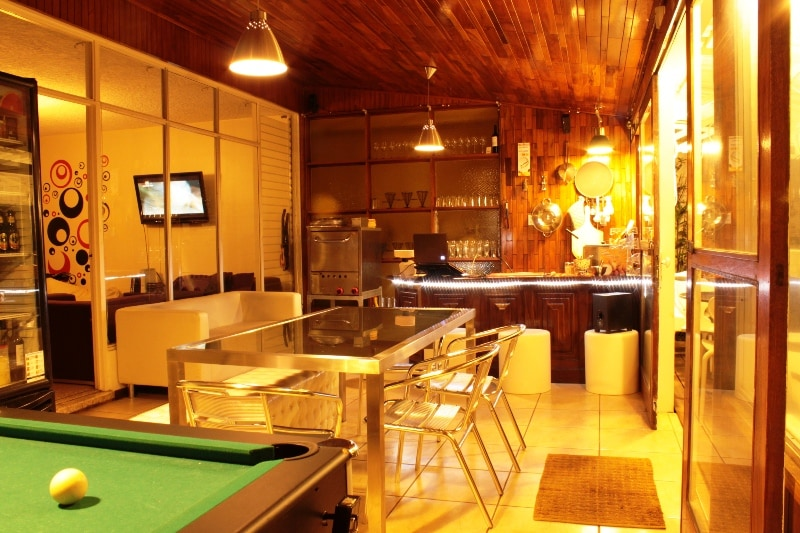 Pool Table,hocky table, bar and resturante...Good pizza