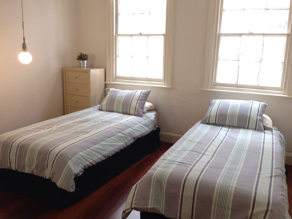 Choose either 2 x single beds or 1 x king size bed