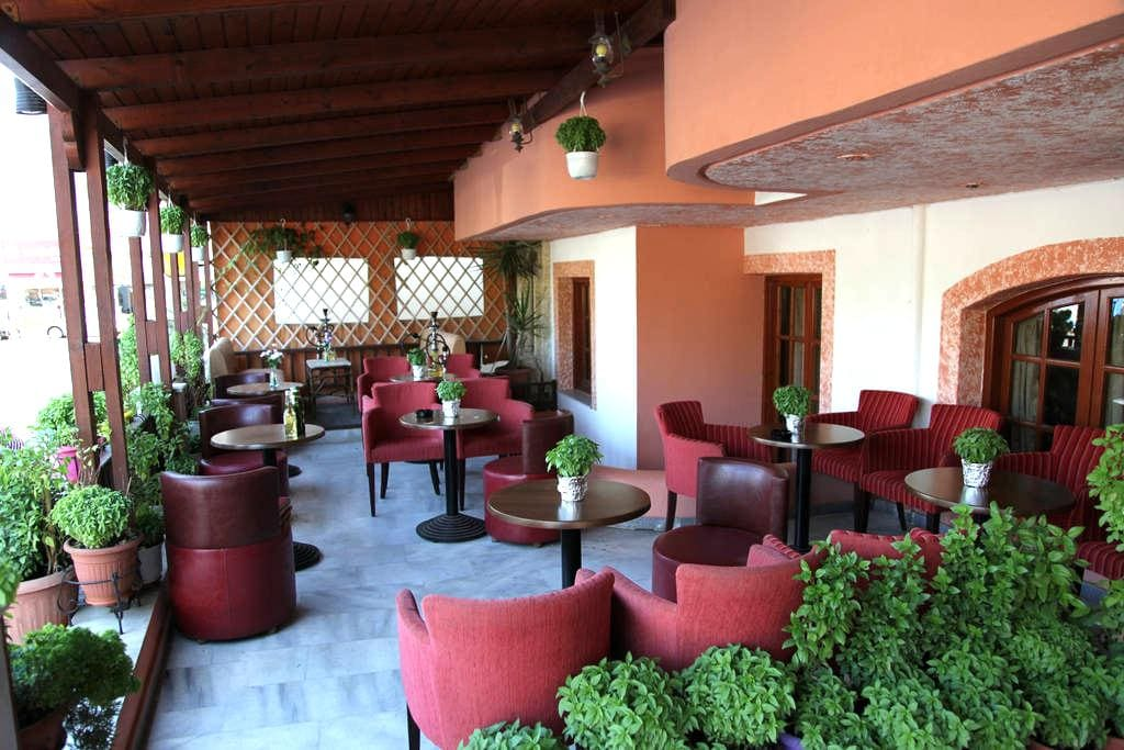 Ideally Located Studio - Limenas Chersonisou - Bed & Breakfast