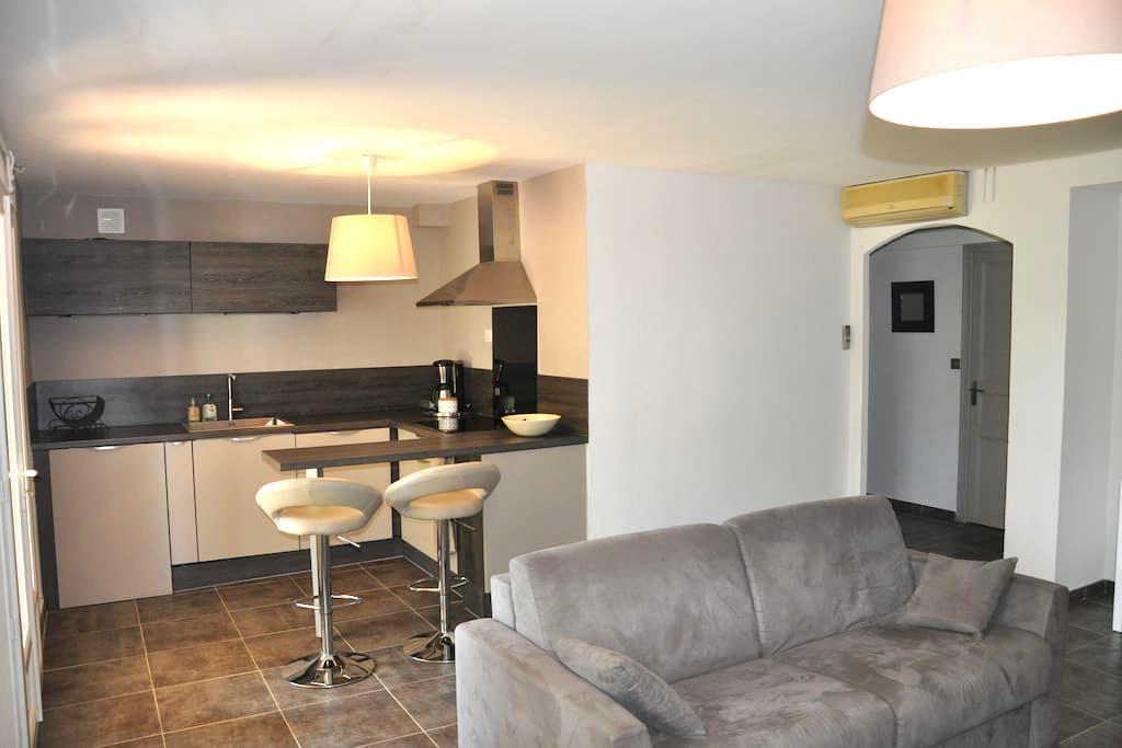 Appartement indépendant en ville avec piscine - La Crau