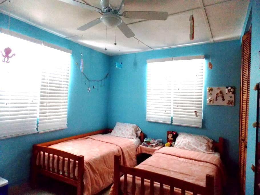 My own bedroom (PHONE NUMBER HIDDEN) - Bayamón - Dom