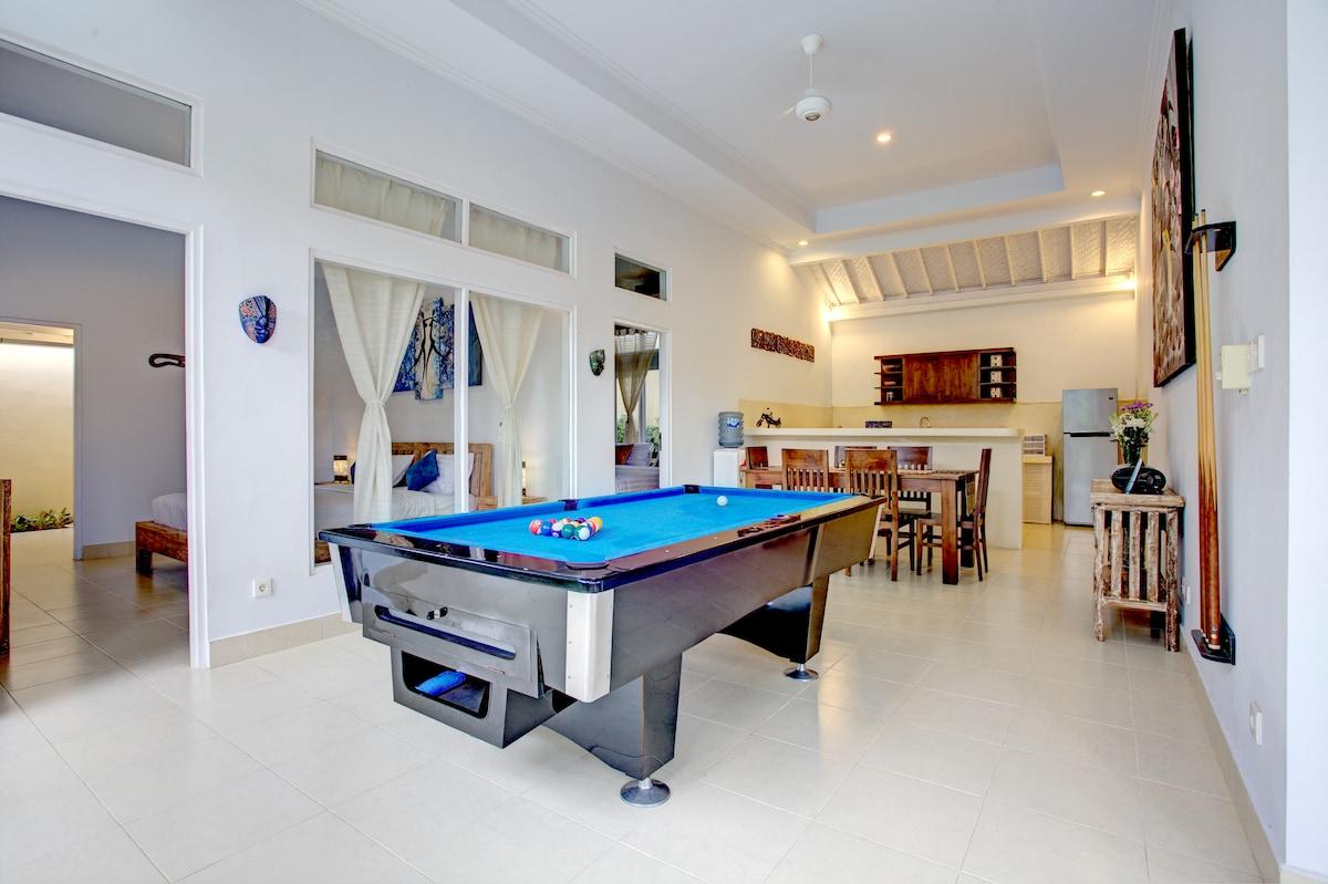 Villa Sunset 3Br 3 Bth Pool Table