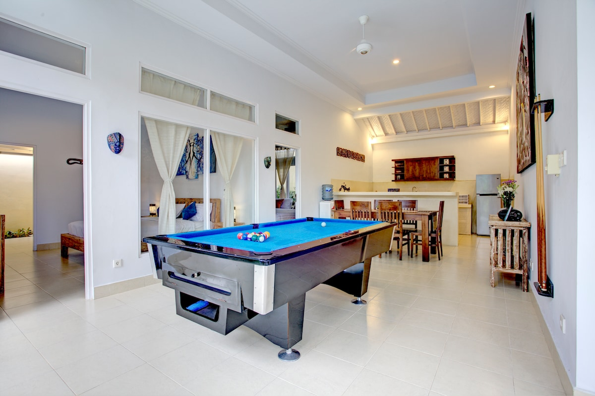 Villa Sunset 3Br 3 Bth Pool Table