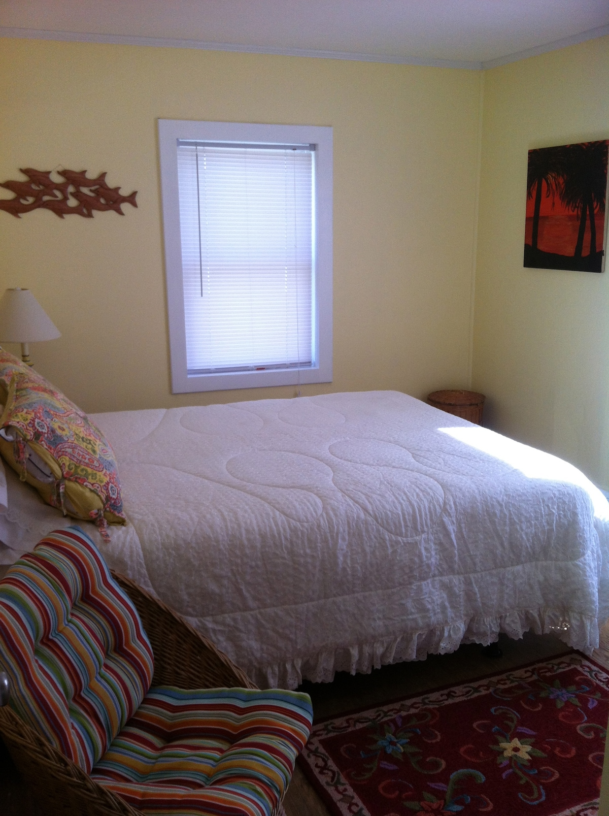 bedroom with a queen size bed