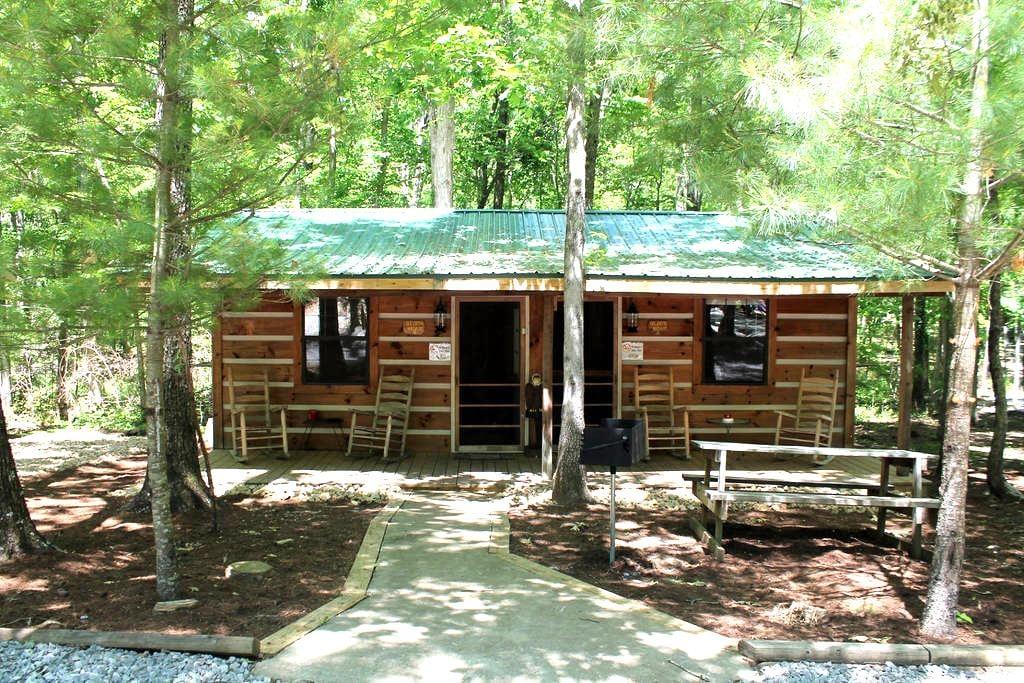 Duplex Cabin at Campground - Crossville - กระท่อม