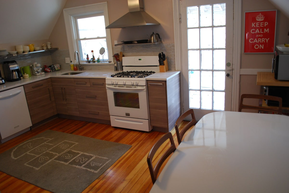 newly renovated kitchen, now with a dishwasher!
