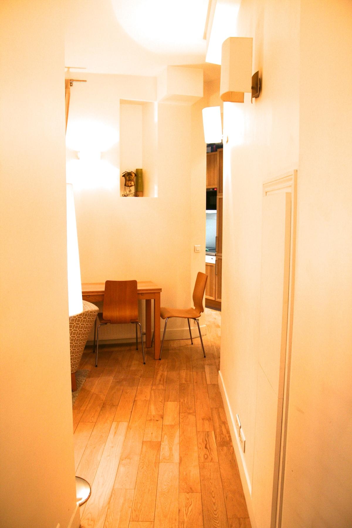 Design 2 Rooms Apt Canal St Martin