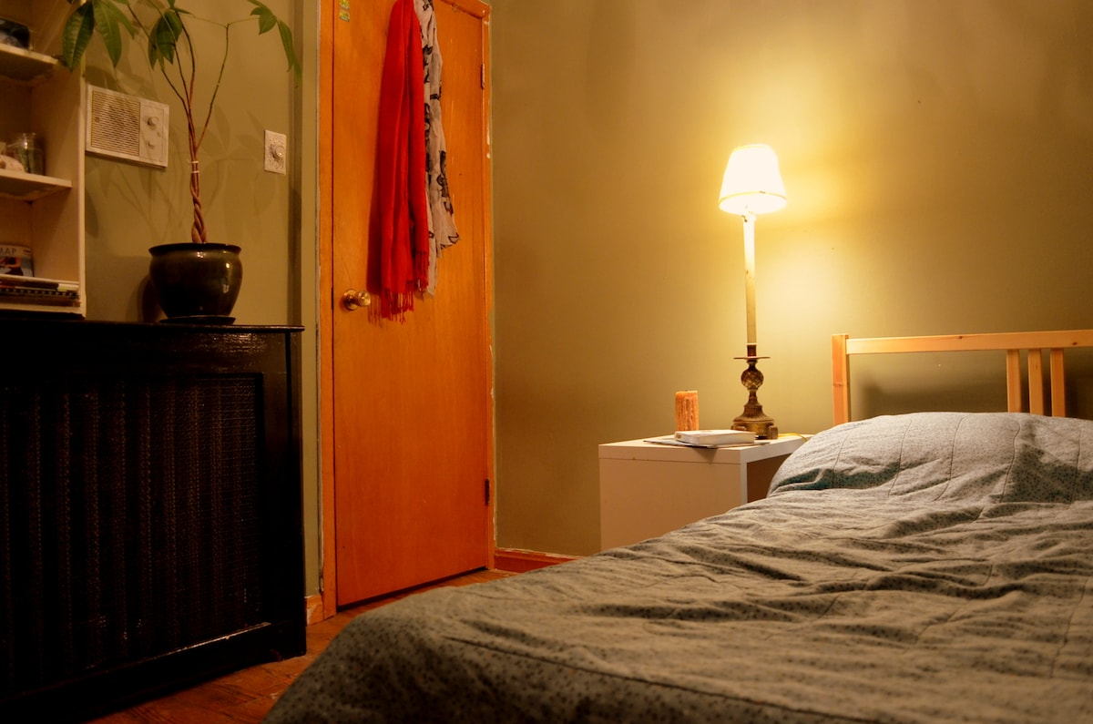 Cozy Bedroom in Lively Little Italy