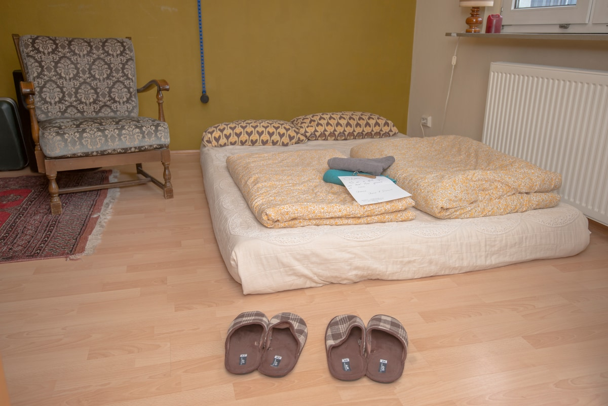 ***We have a new bed since this photo was taken! It is an expandable single to double bed. Photos updated soon.