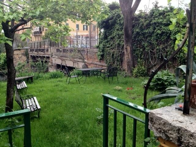 Room with garden at Garbatella
