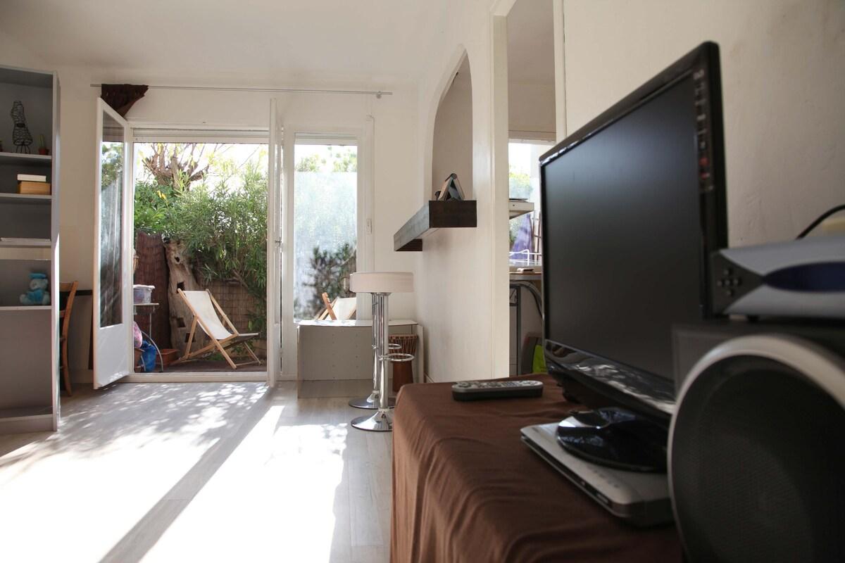 Lounge/salon and terrace/terrasse