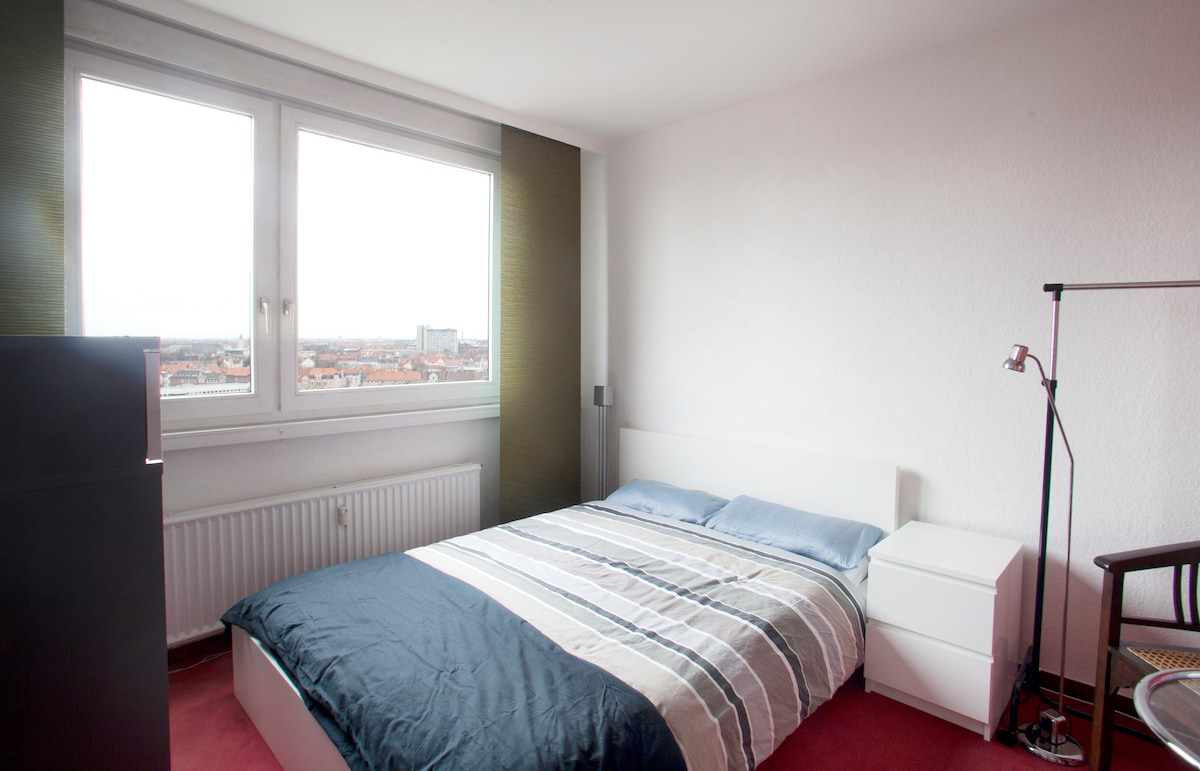 Guestroom w/ great view over city!
