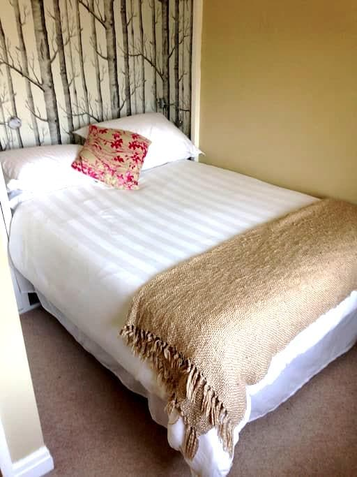 Private rooms in family home - Kendal - House
