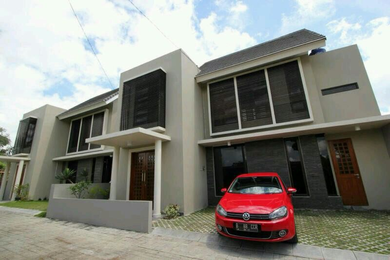 Magenta House
