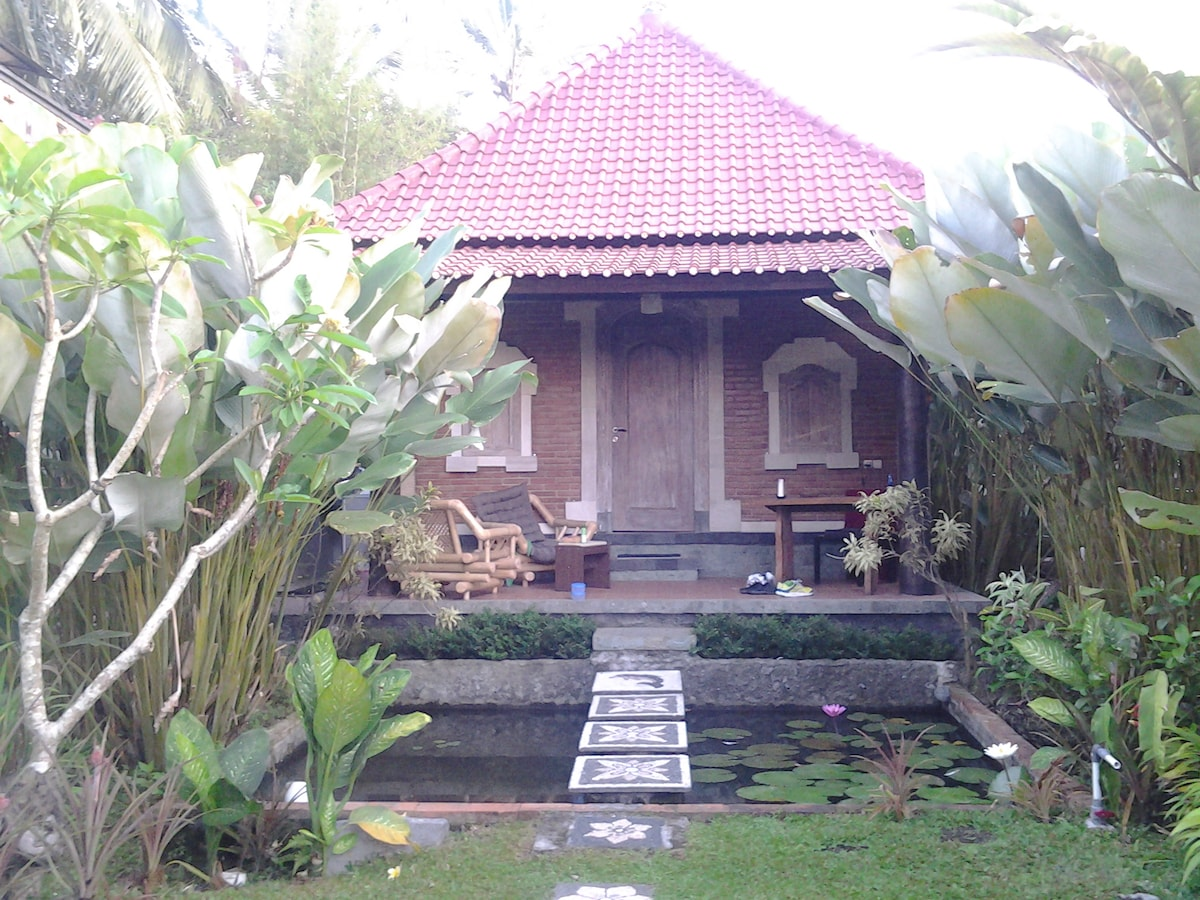 kishi alam, sweet and simple with lotus pond in the front, private bathroom and kitchen