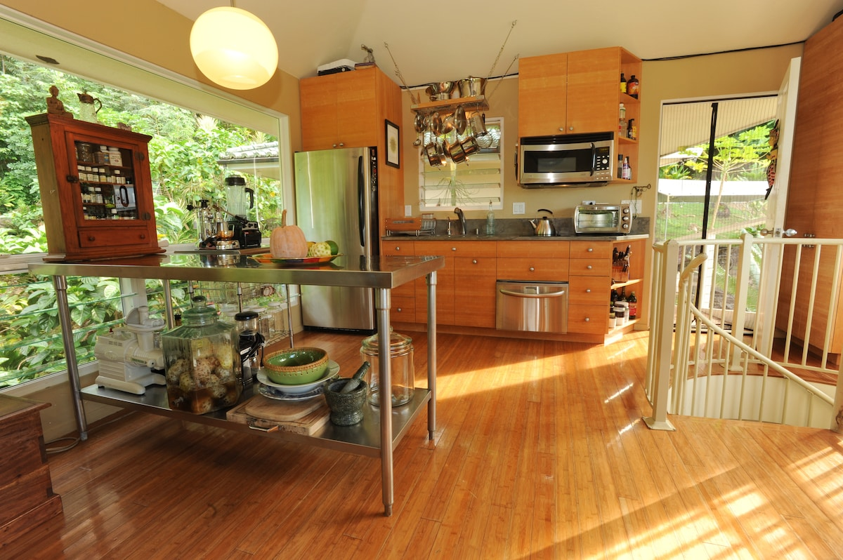 Gourmet kitchen, compact and powerful !