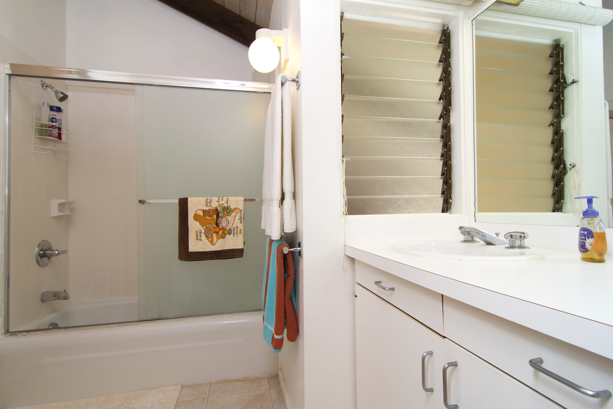 Bathroom that is located from within the balcony bedroom, equipped with tub/shower.