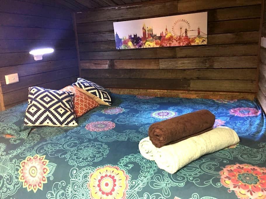 Rustic cabin in Werribee - ウェリビー - キャビン