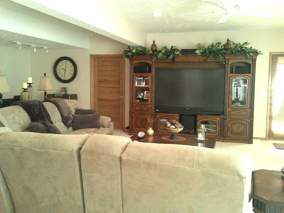 A Private - 2 bedroom with Full Kitchen Space - La Vista