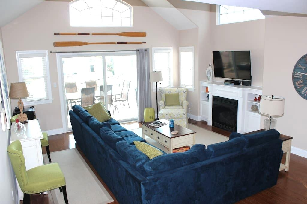 Comforts of home, Steps from beach - Avalon