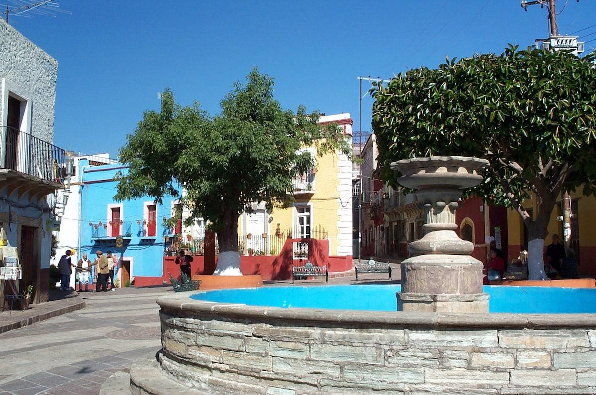 Closer view of the fountain in the center of Plazuela de Mexiamora
