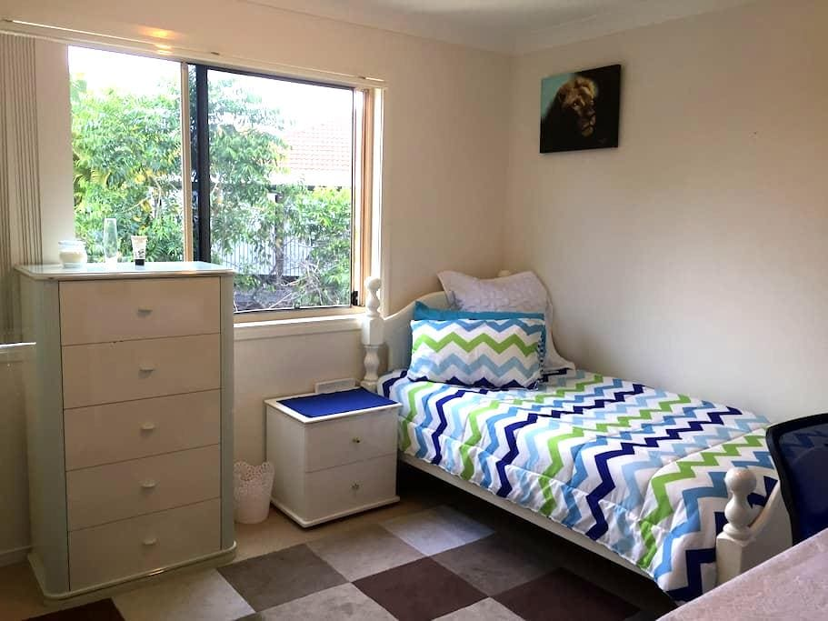 Clean and comfortable near Bond Uni - Varsity Lakes - Townhouse