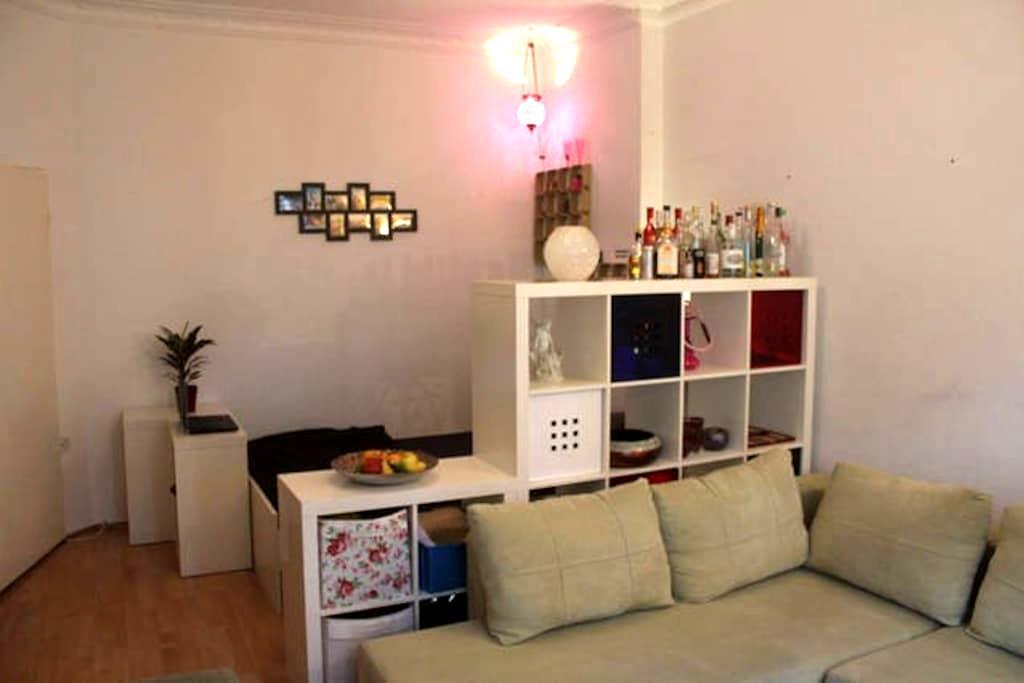 lovely flat w. balcony in Neukölln - Berliini - Osakehuoneisto