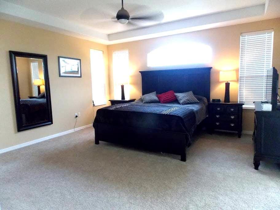 Luxury Master bedroom with pool - Bradenton  - House