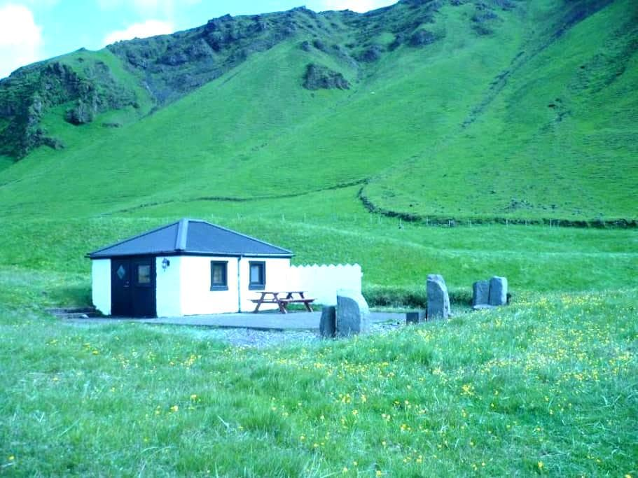 Cottage at Reynisfjara / beach - Vík - Yurta