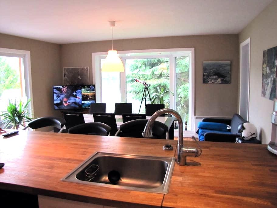 Beautiful lake front home - Mont-Tremblant - Casa